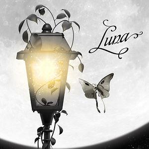En fjäril dras mot en tecknad lampa.