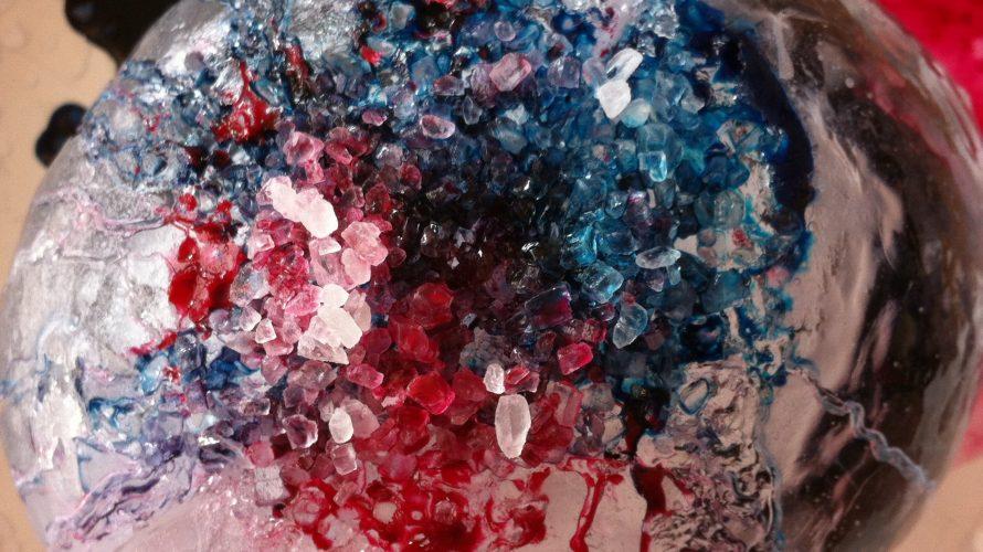 Bubbla med rött, blått och svart.