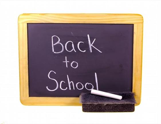 Svart griffeltavla med texten Back to school.