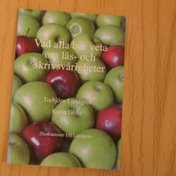 Bokomslag till Vad alla bör veta om läs och skrivsvårigheter.