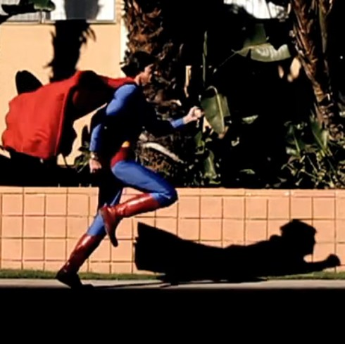 Stålmannen springer.