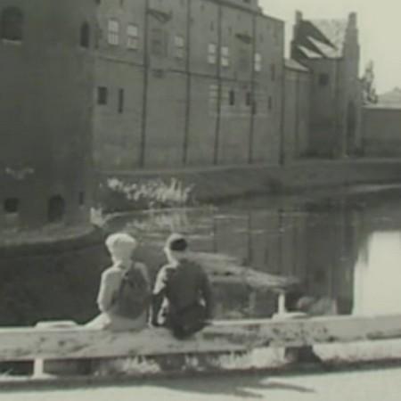 Skärmavbild från svartvit film.