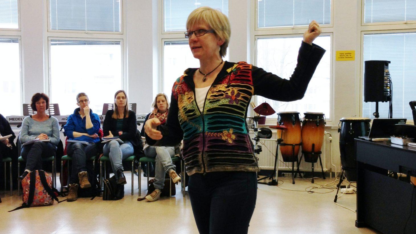Lisa Björklund föreläser.