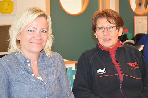 Åsa Riggberger och Anette Fribeg i klassrummet.