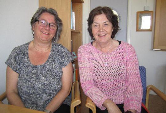 Ingrid och Susanne sitter på kontor.