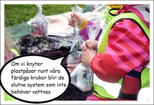 Barn håller i plastpåsar med krukor i.