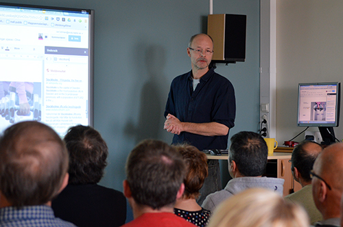 Carl Löthman föreläser.