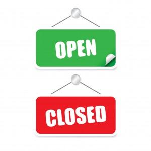Öppen och stängd står på skylt.