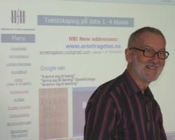 Arne Trageton föreläser.