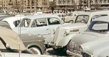 Gamla bilar parkerade.