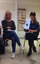 Victoria Dorup och Frida Dahlströmhåller upp papper.