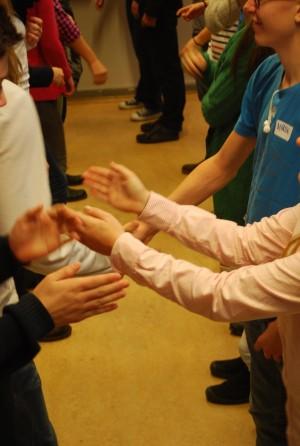 Elever gör handramsor.