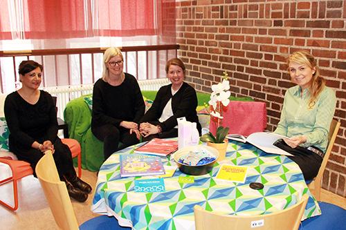 Mujahida Hidayat, Meit Häller, Kristina Blomberg och Marie Norking vid bord.