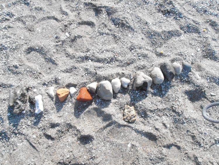 Stenar på strand.