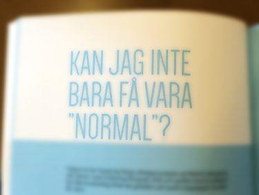 Boksida där det står: Kan jag inte bara få vara normal?