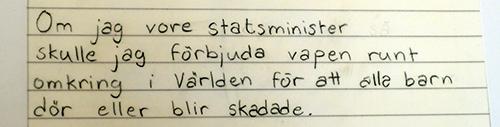 Handskriven text på linjerat papper.