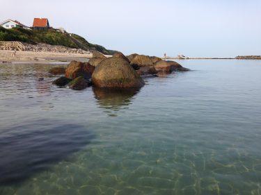 Stenar i hav.