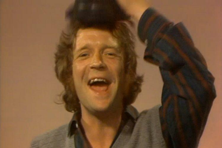 Brasse Brännström lyfter på hatten.