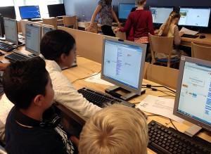 Elever hjälper elever