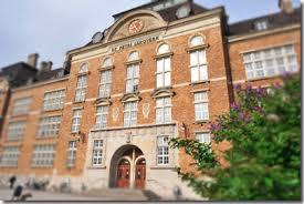 Entré till S:t Petri skola.