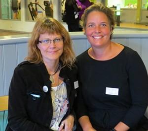 Christina Hultén och Linda Asplund framför scen.