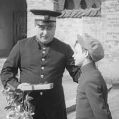 Karl Gerhard klädd som polis.