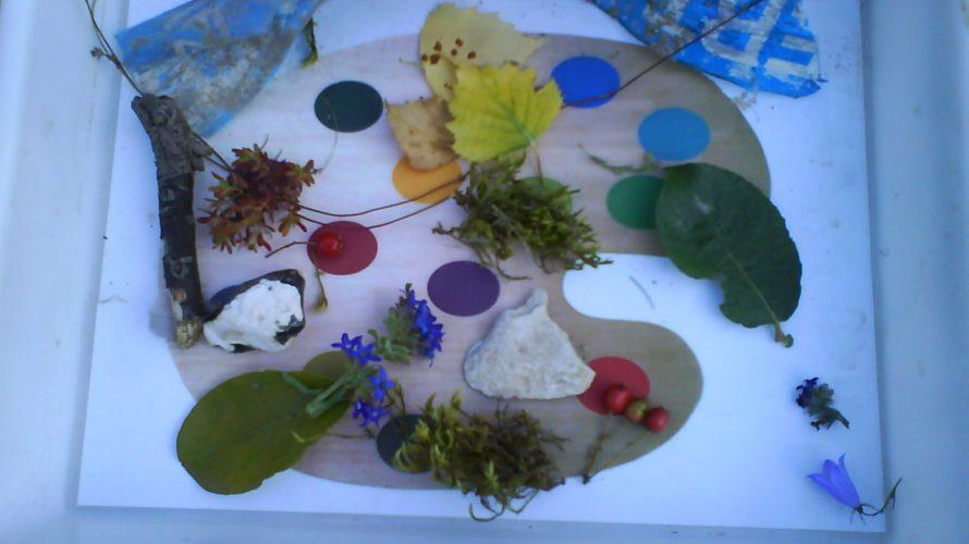 Färgpalett med olika material på.