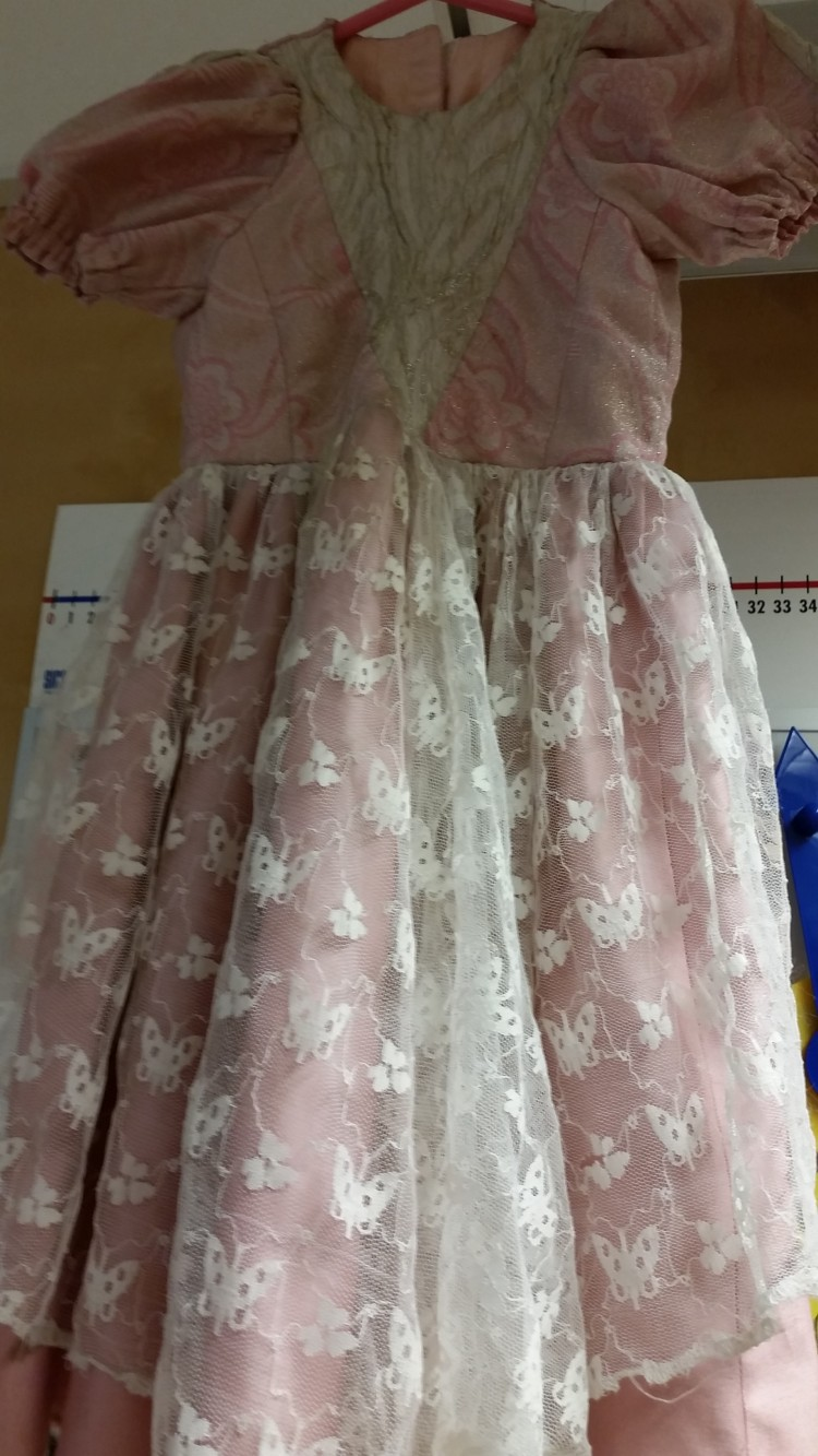 Rosa prinsessklänning.