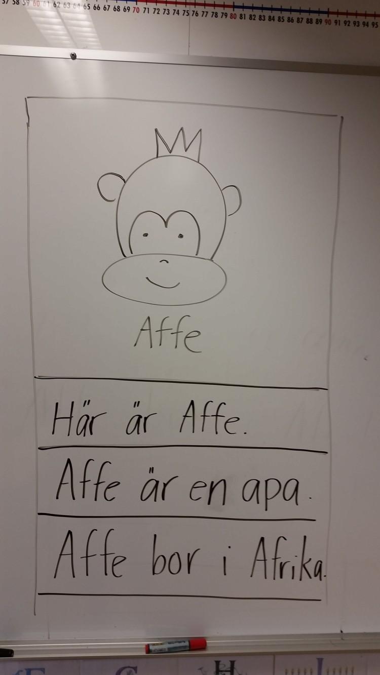 Text om apan Affe på whiteboard.