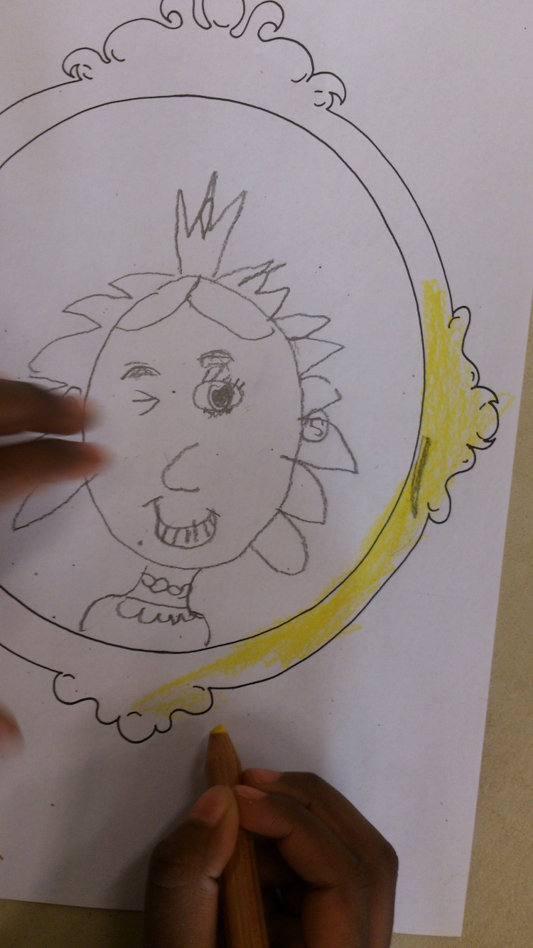 Teckning av en prinsessa som speglar sig.