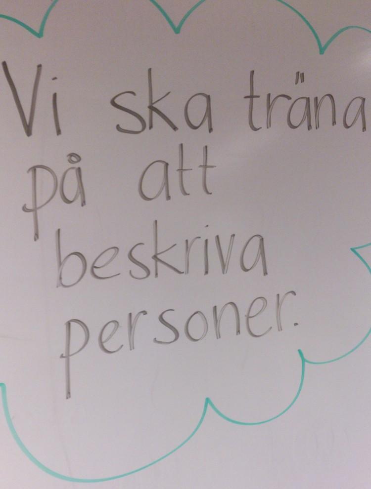 Text på tavla.