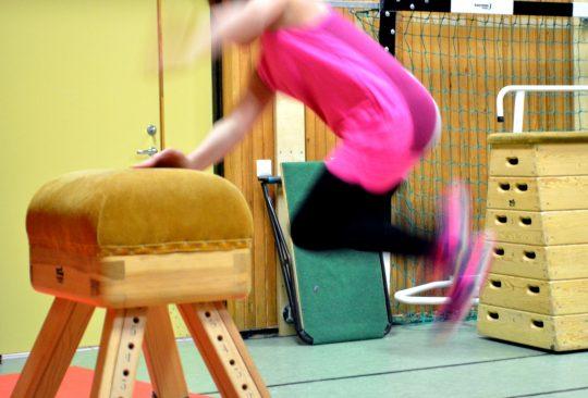 Elever har gymnastik.
