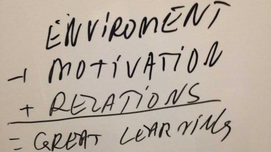 Text på whiteboard.