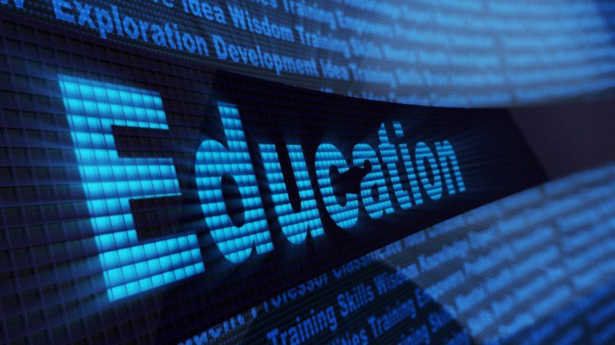 Ordet education står på en digital blå bakgrund.