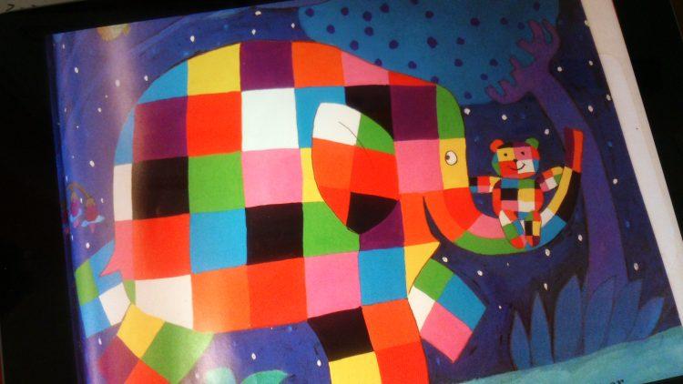 Tecknad elefant målad i olika färger.