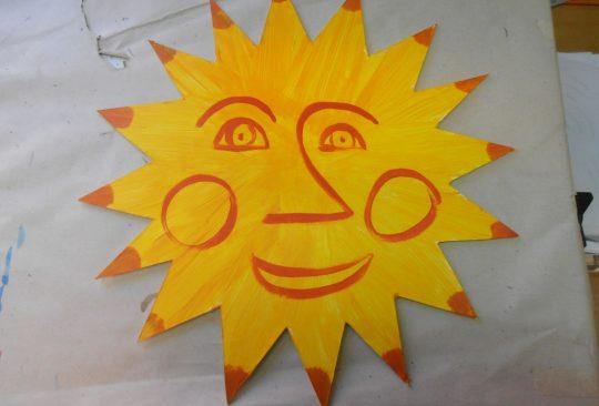 Målad leende sol.