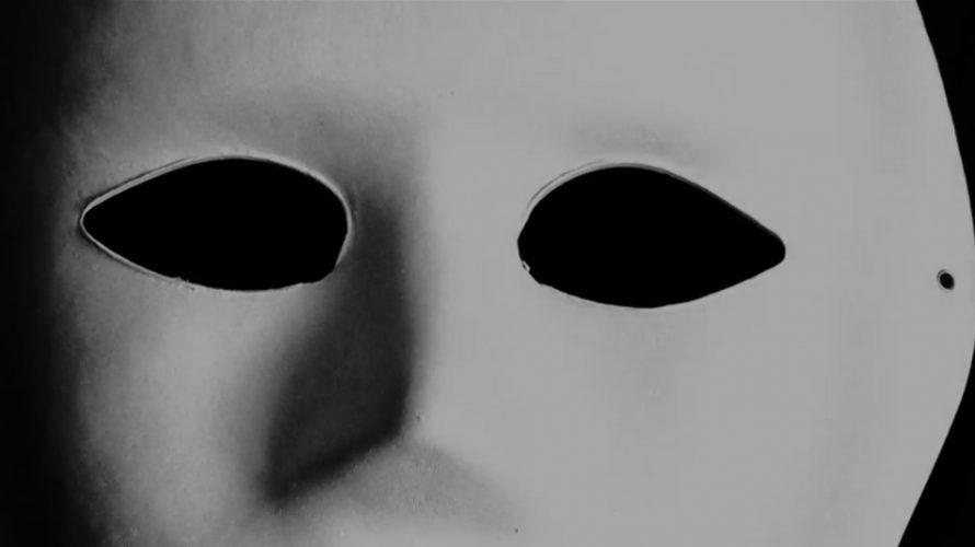 Vit mask.