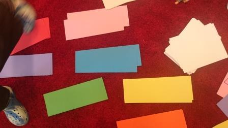 Rektangulära lappar i olika färger.
