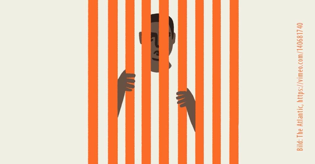 Man bakom orange galler.