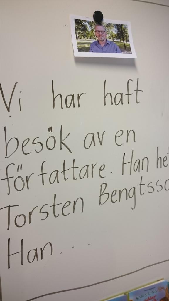 Instruktion på whiteboard.