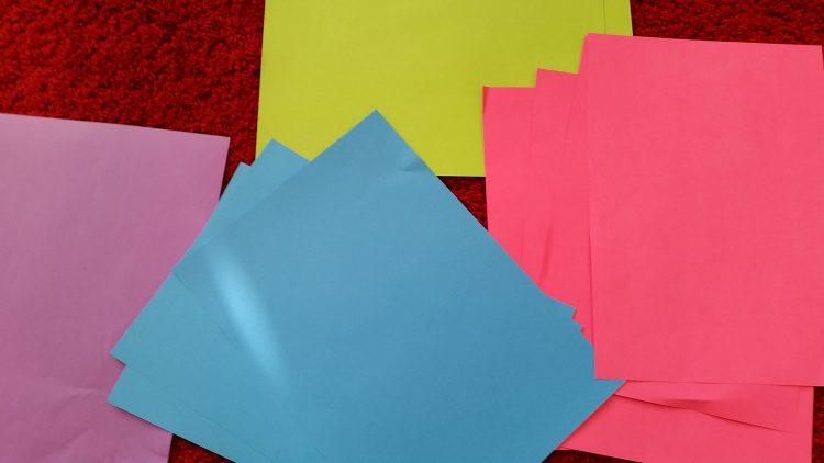 Färgade papper.