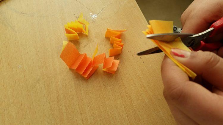 Sax som klipper papper.