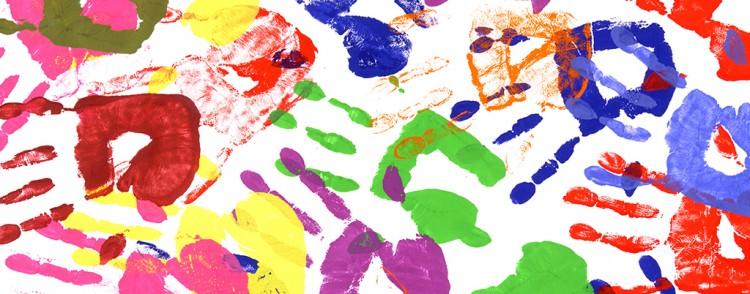 Handavtryck i olika färger.