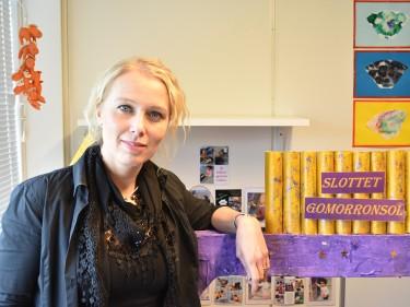 Katarina Wendin står vid barnens bygge på förskolan.