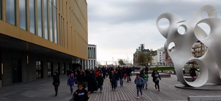 Barn utanför konserthuset Malmö live.