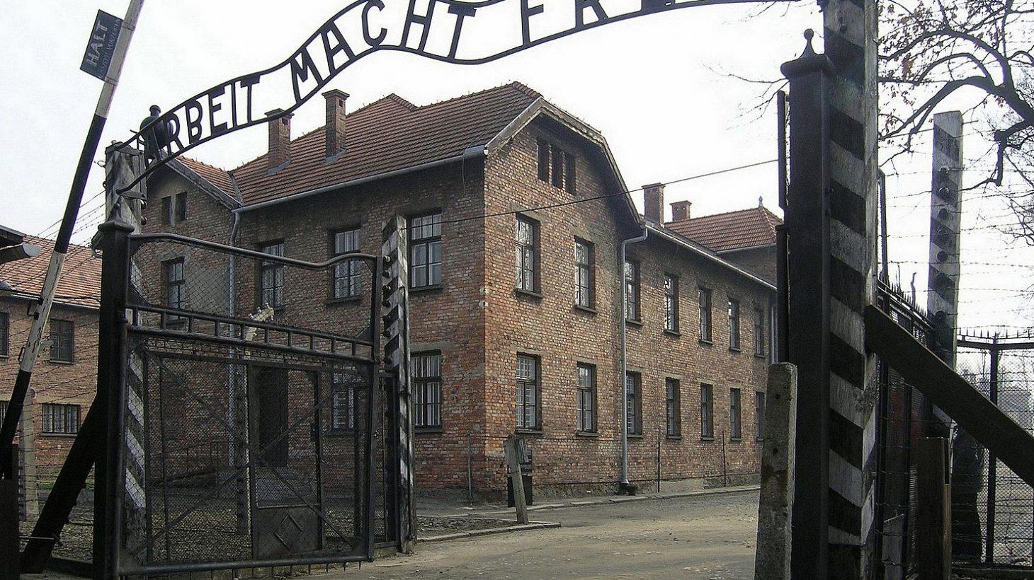 Grinden till Auschwitz.