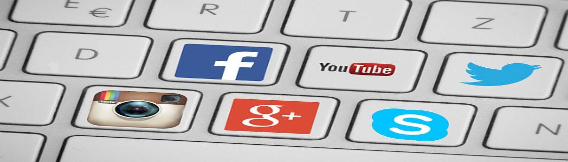 Tangenter med sociala medier-ikoner på.