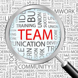 Förstoringsglas zoomar in på ordet team.