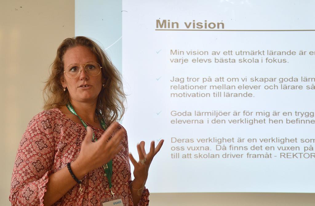 Jenny Nyberg framför presentation.