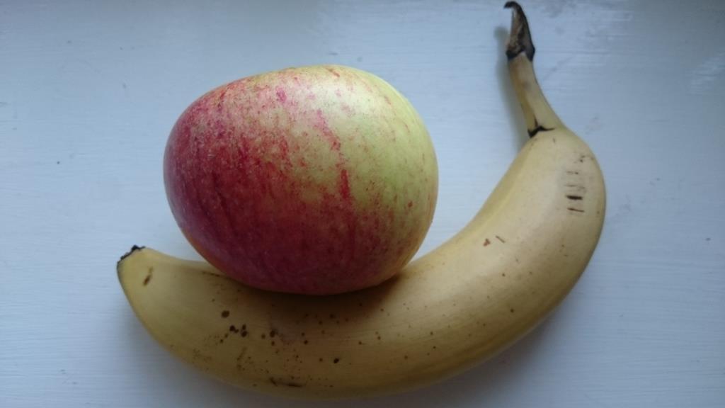 Äpple och banan.